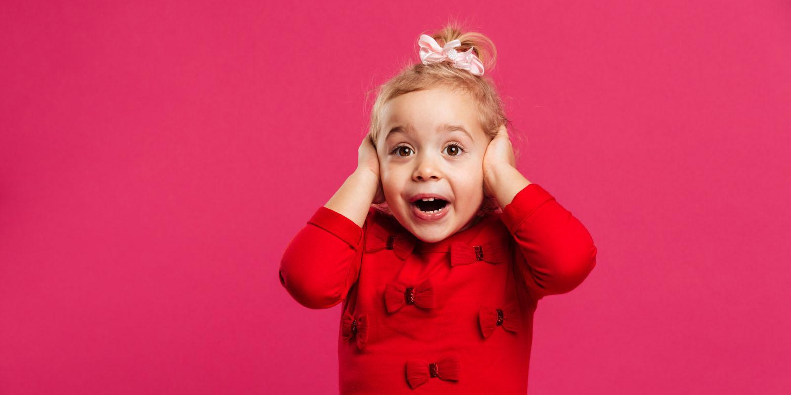 bambina orecchio